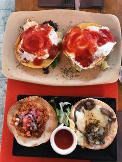 Huevos Rancheros y Tacos