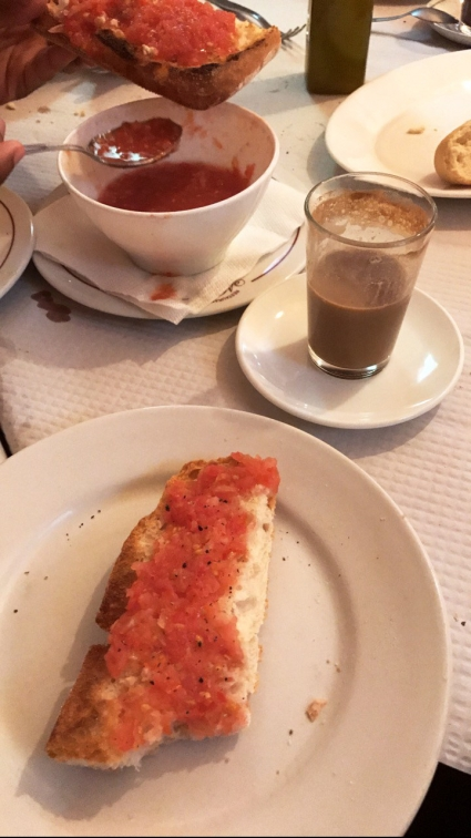 Tostada con Tomate y Cafe